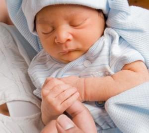 kleines Baby - Babykleidung