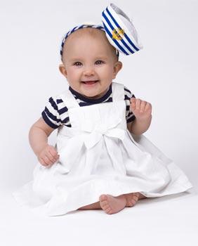 Baby im Matrosenlook