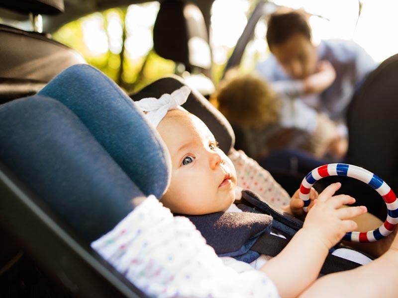 Wo ist der ideale Platz im Auto für den Kindersitz?