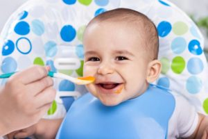 Ernährung für Babys im ersten Lebensjahr