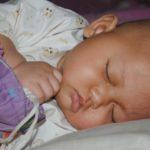 Kinderbettchen und Stubenwagen - Wo und wie schläft ein Baby am besten?